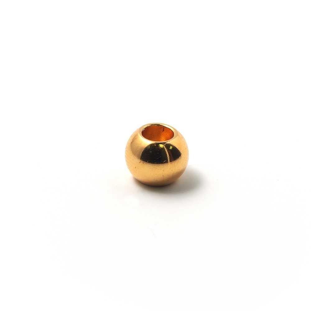 Bola mediana, de 10 mm de diámetro exterior, con un agujero pasante de 5 mm. Bañada en oro brillante.