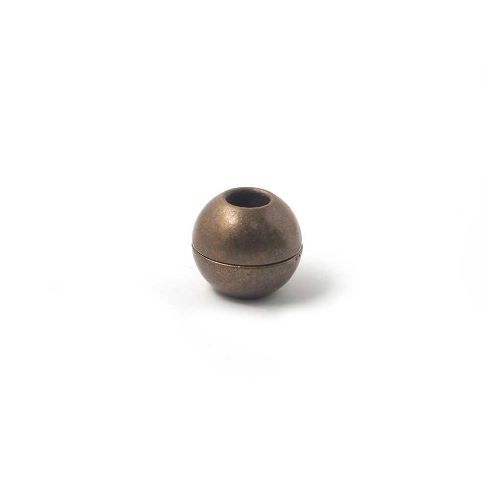 Cierre de imán bañado en oro envejecido, bola lisa con agujero de 5 mm.