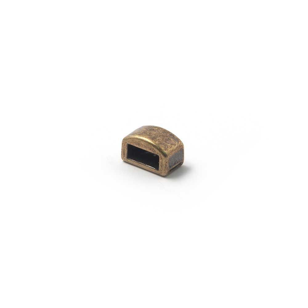 Entrepieza combada lisa, con hueco para cuero pasante de 6.5mm x 2.5mm. Bañada en oro envejecido.