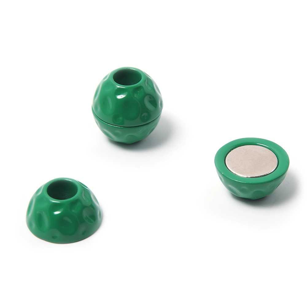 Cierre de imán pintado en color verde, bola golpeada, con hueco redondo de 5 mm de diámetro.