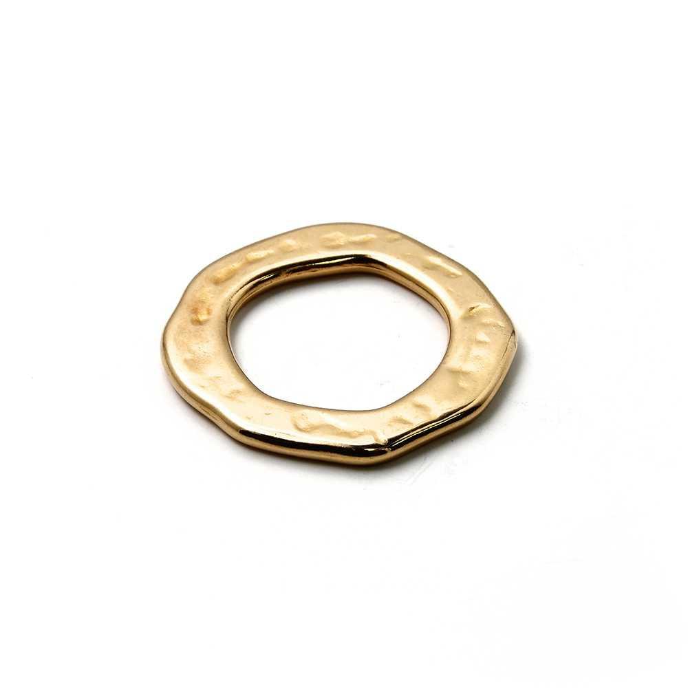 Aro irregular pequeño, bañado en oro de 24 quilates.
