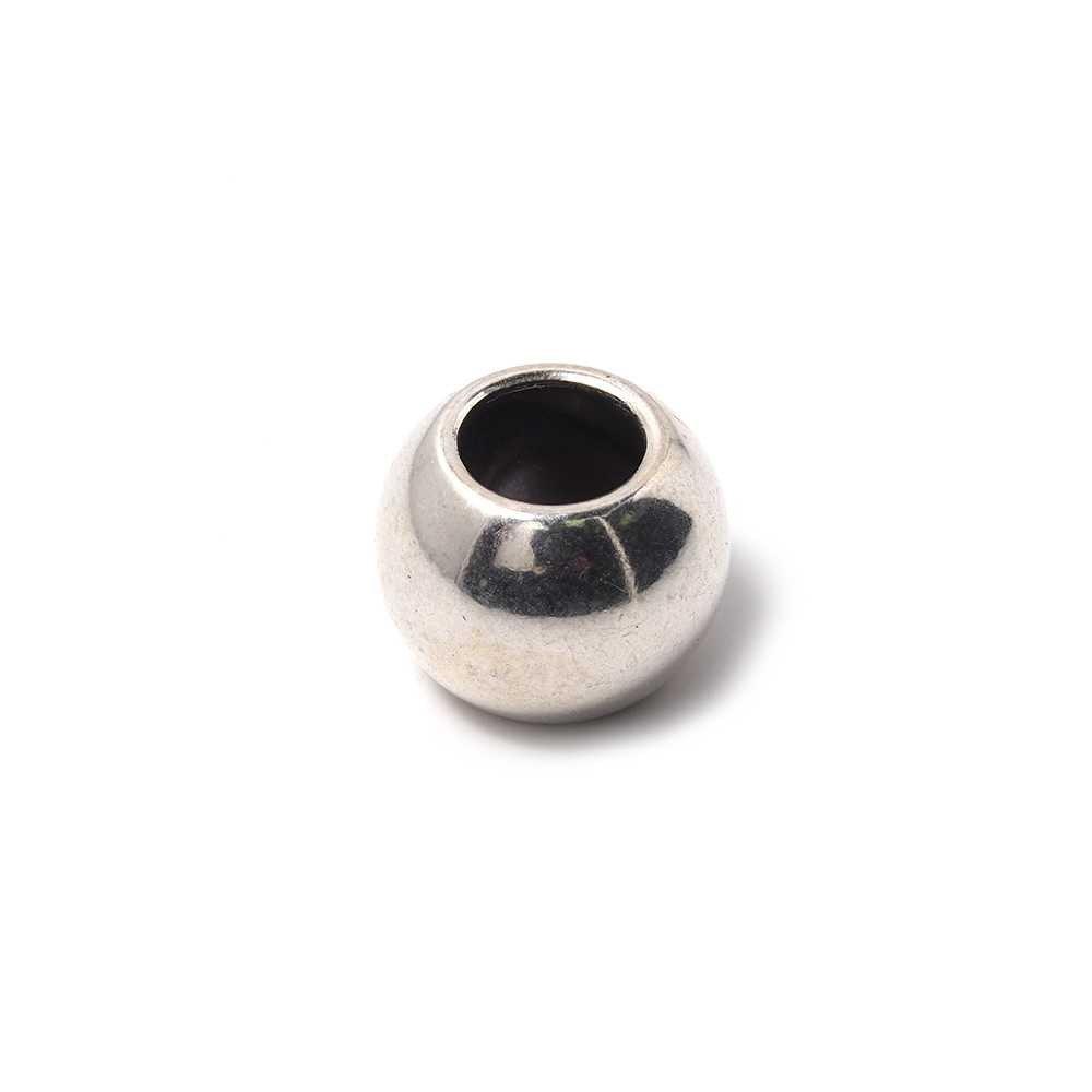 Bola mediana, de 16mm de diámetro exterior, con un agujero pasante de 8mm. Bañada en plata oxidada.