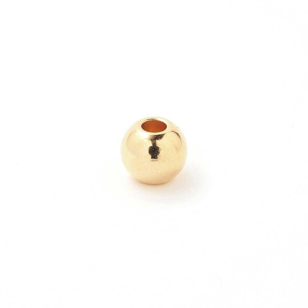 Bola mediana, de 8mm de diámetro exterior, con un agujero pasante de 3mm. Bañada en oro brillante.