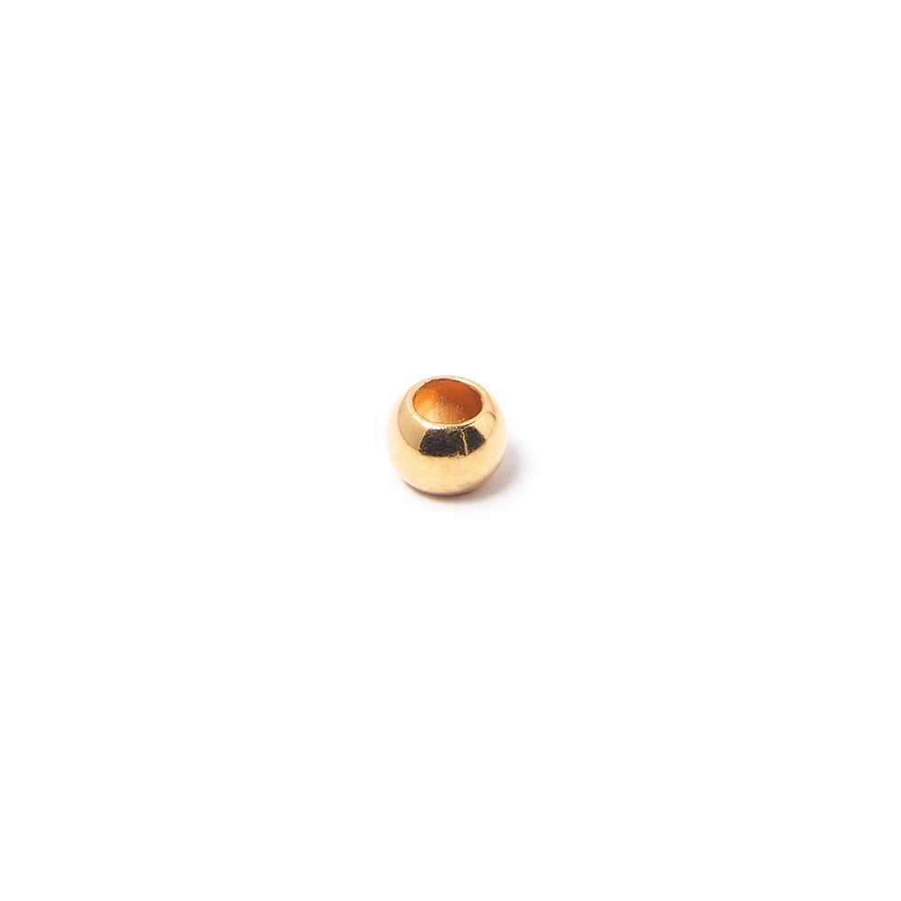 Bola pequeña, de 6 mm. de diámetro exterior, con un agujero pasante de 3 mm. Bañada en oro de 24 quilates.