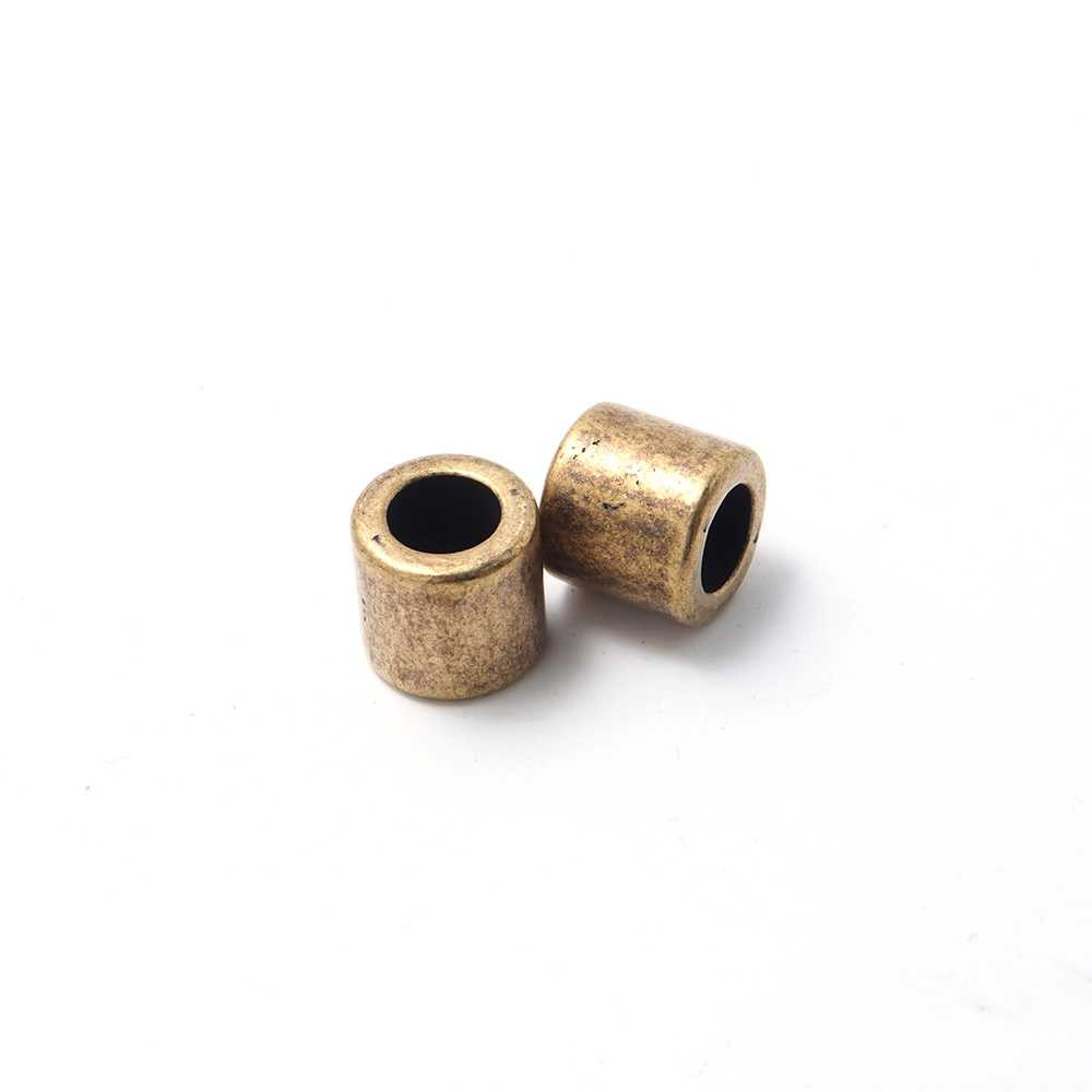 Entrepieza tubo, con espacio para cueros redondos de diámetro 5 mm. Bañada en oro envejecido.