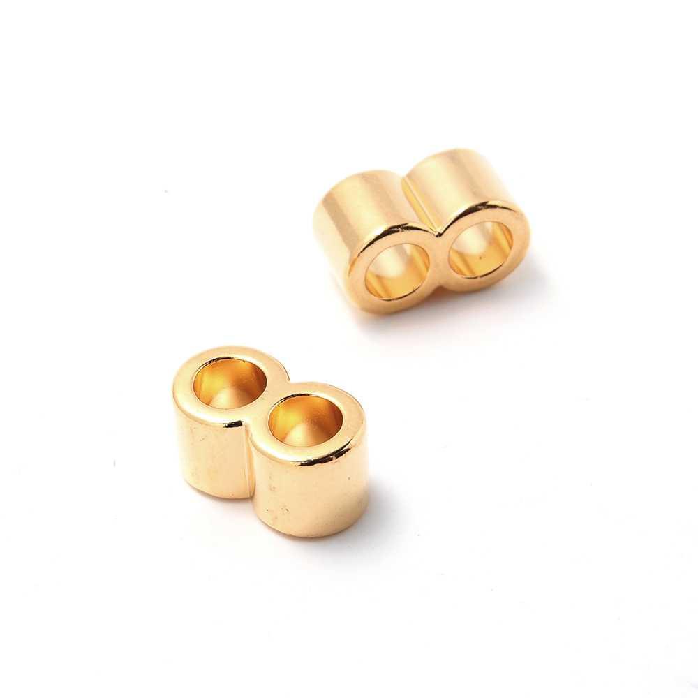 Entrepieza tubo doble, con dos espacios para cuero redondo de diámetro 5mm. Bañada en oro de 24 quilates.