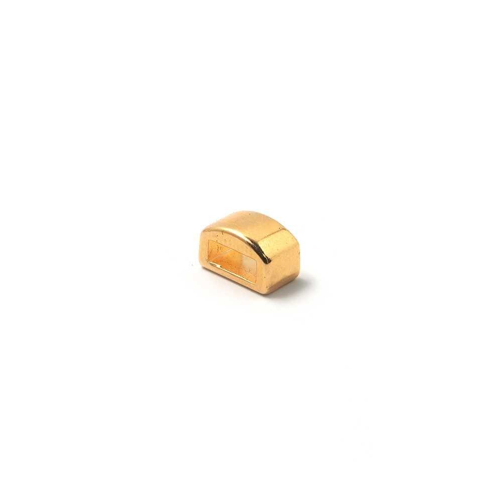 Entrepieza combada lisa, con hueco para cuero pasante de 6.5mm x 2.5mm. Bañada en oro de 24 quilates.