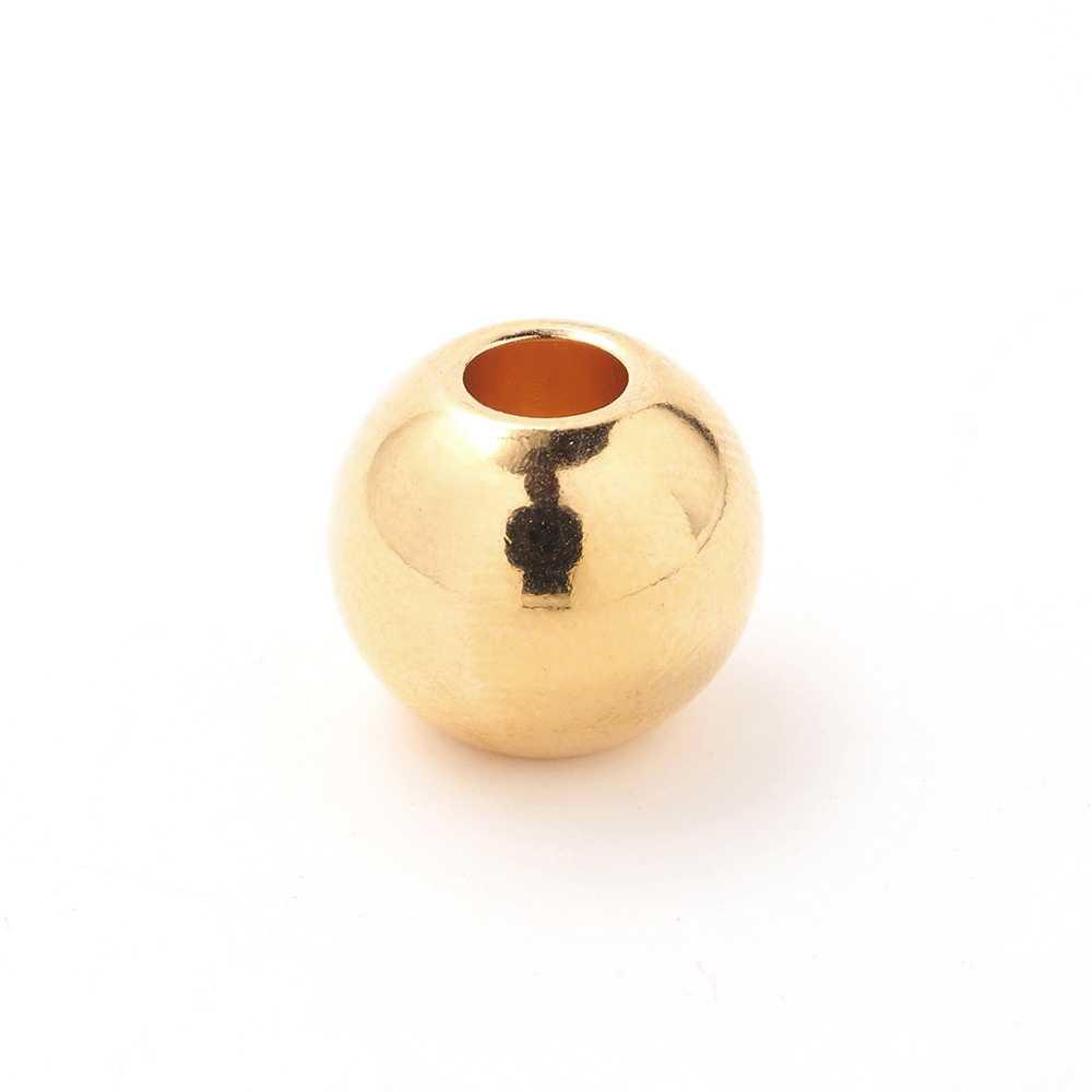Bola grande, de 14mm. de diámetro exterior, con un agujero pasante de 5mm. Bañada en oro de 24 quilates.