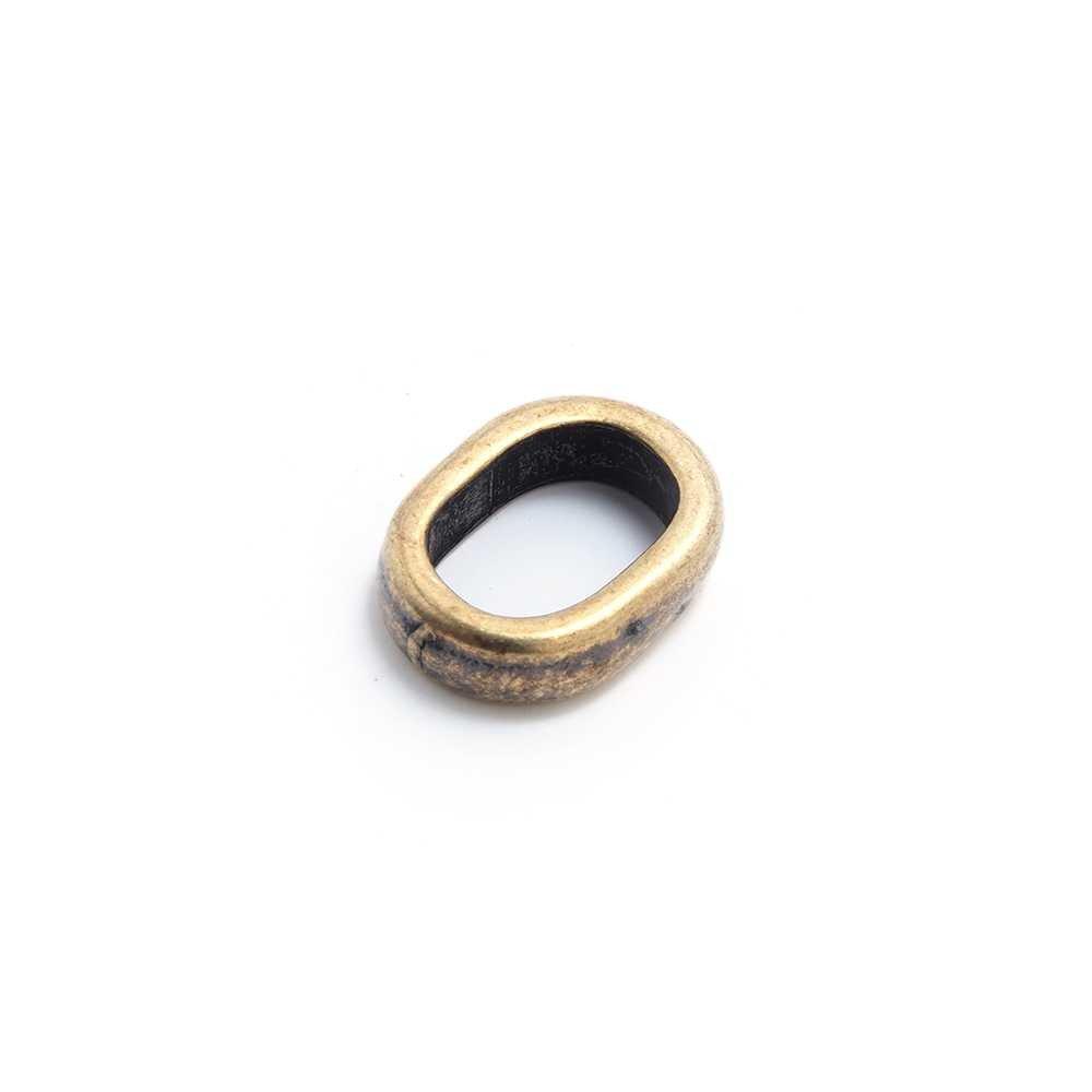 Entrepieza simple para cuero regaliz (10.5mm x 7mm). Bañada en oro envejecido.
