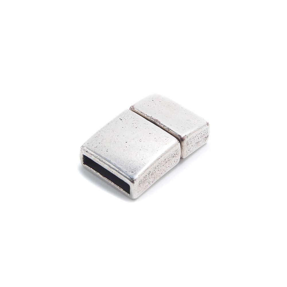 Cierre de presión cuadrado curvado, con hueco para cuero de 12.5mm  x2.5mm. Bañado en plata oxidada.