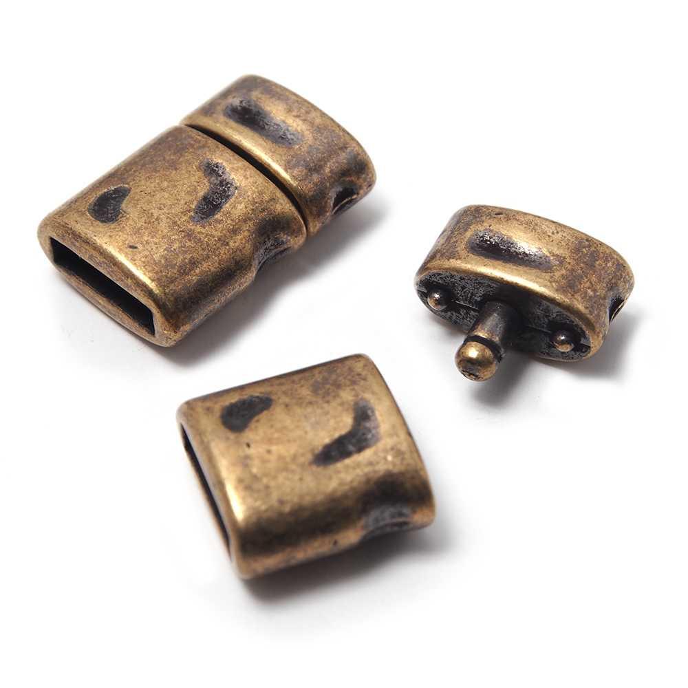 Cierre de presión Oval Golpeado, para cuero de 9.5mm x 2.5mm. Bañado en oro envejecido.