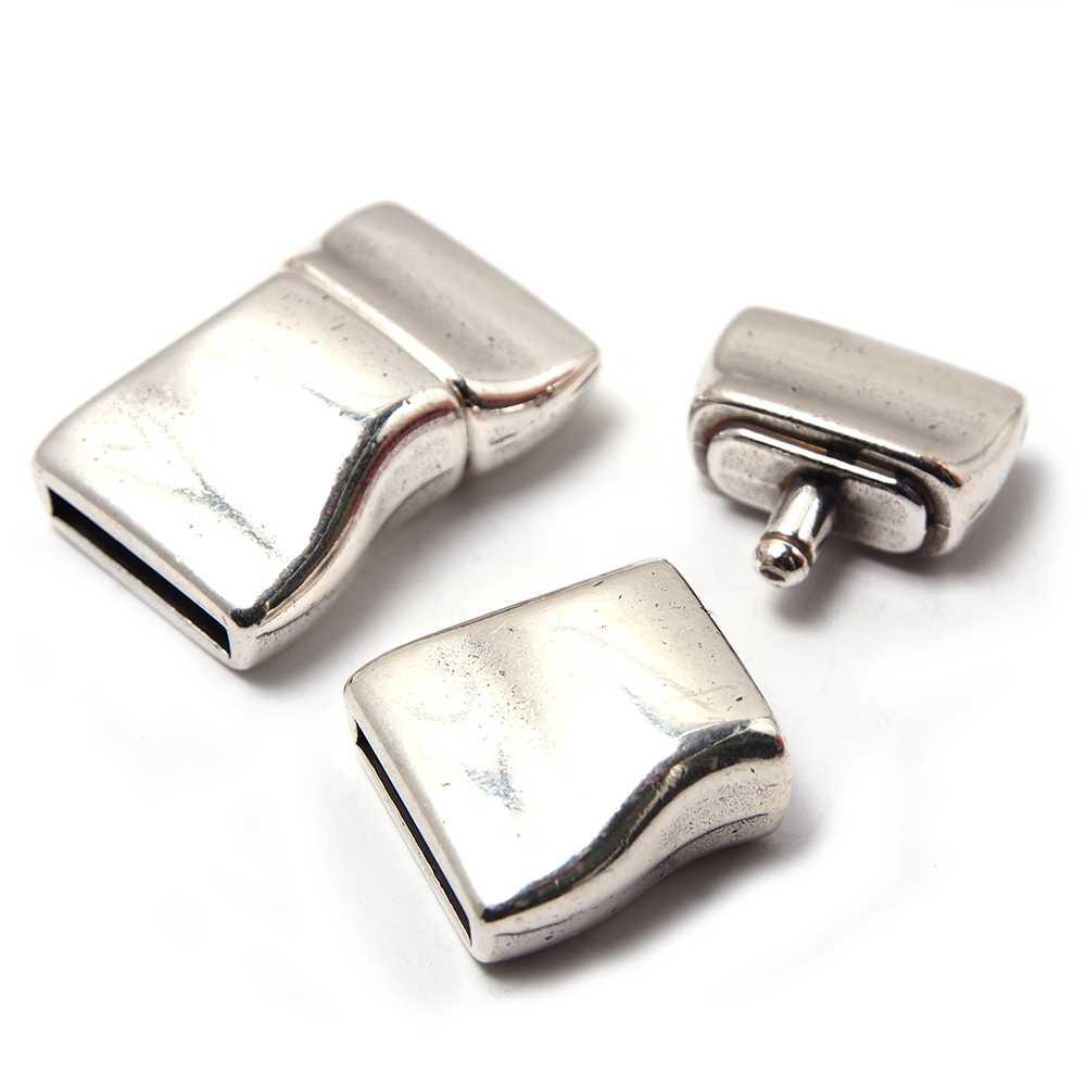 Cierre de presión Ondulado, para cuero de 12.5mm x 2.5mm. Bañado en plata de ley oxidada.