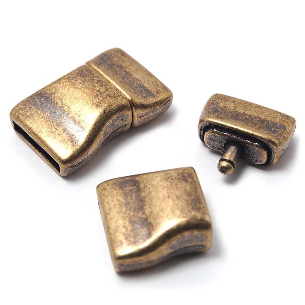 Cierre de presión Ondulado, para cuero de 12.5mm x 2.5mm. Bañado en oro envejecido.