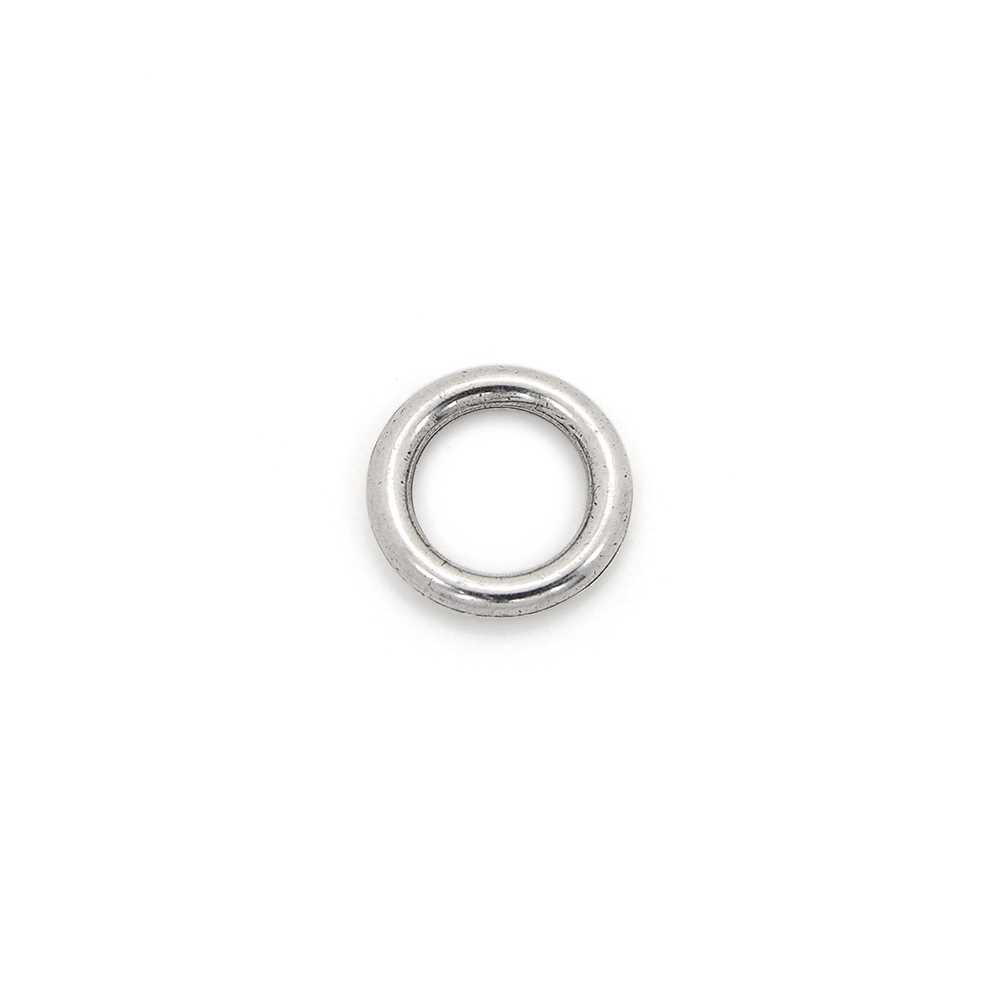 Anilla redonda con pase interior de 8 mm. Bañada en plata de ley oxidada.