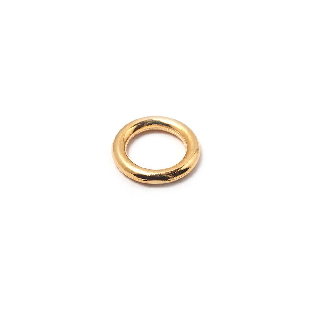 Anilla redonda con pase interior de 8mm. Bañada en oro de 24 quilates.