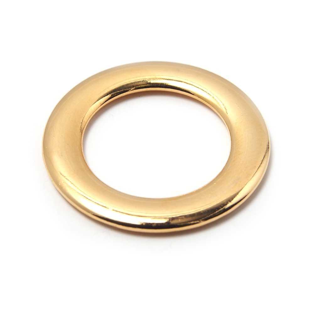 Aro Plano con pase interior de 19 mm. Bañada en oro de 24 quilates .