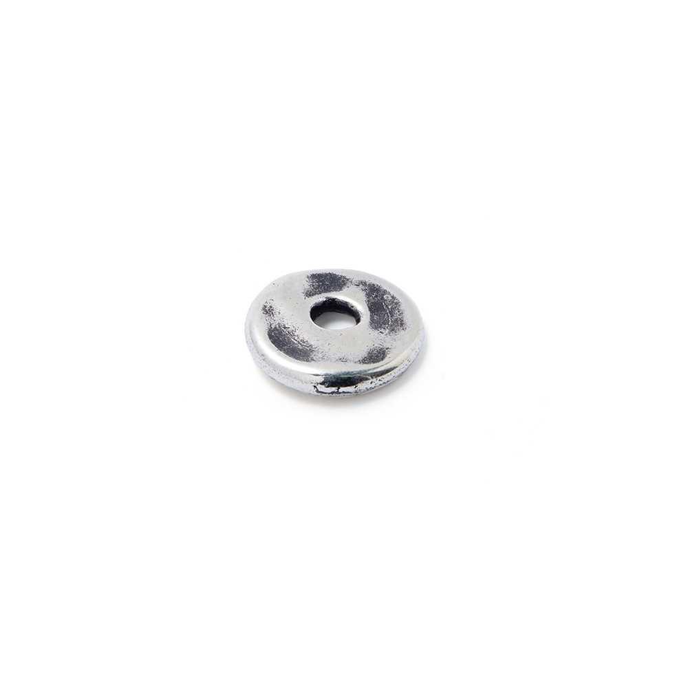 Disco Separador Golpeado 12 mm con agujero redondo para cuero de 3 mm. de diámetro. Bañado en plata de ley oxidada.