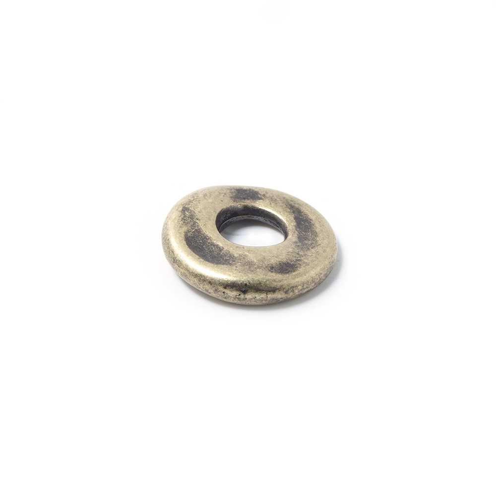 Disco Separador Golpeado 15mm con agujero redondo para cuero de 5mm de diámetro. Bañado en oro envejecido.