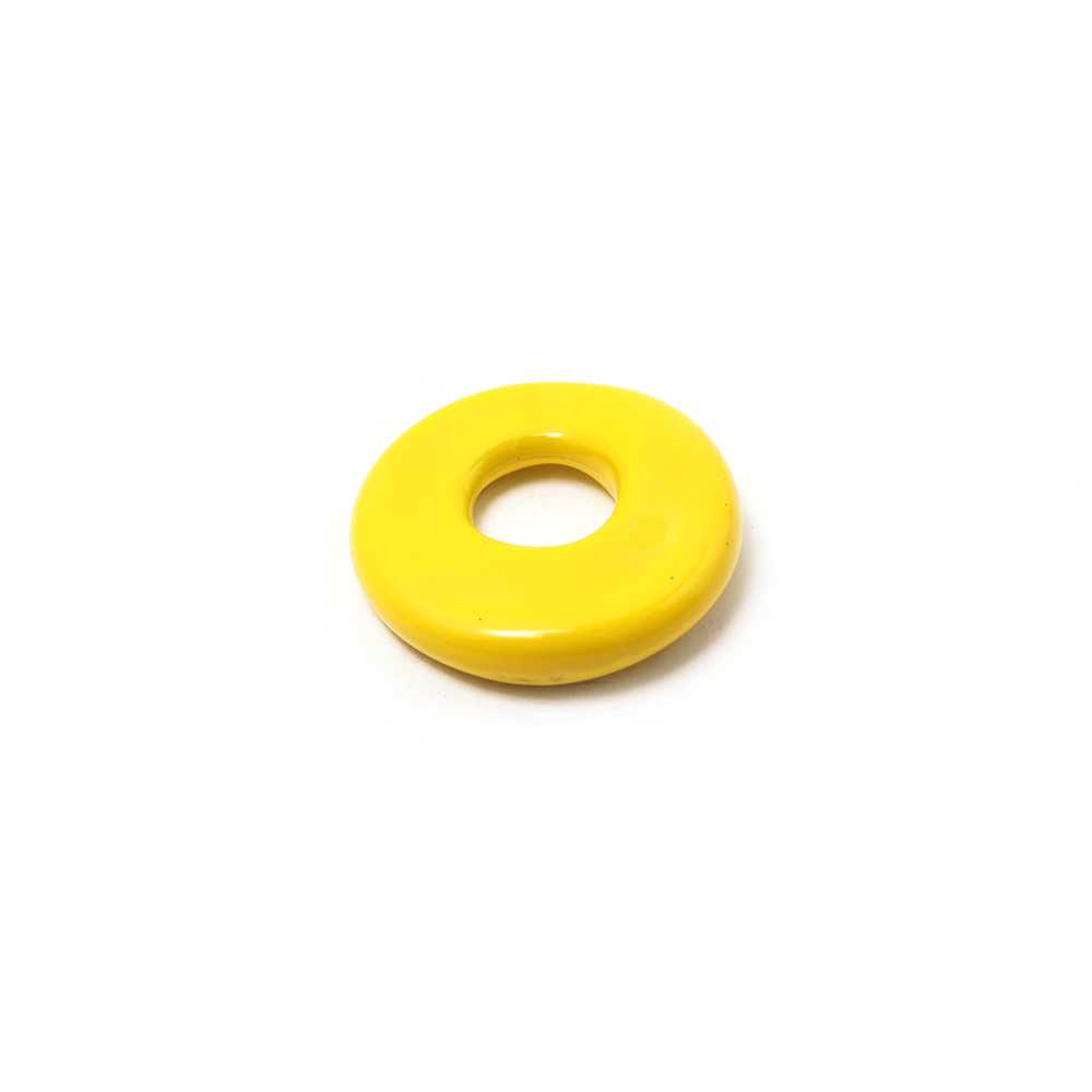 Disco Separador Golpeado 15mm con agujero redondo para cuero de 5mm de diámetro. Pintado en amarillo.