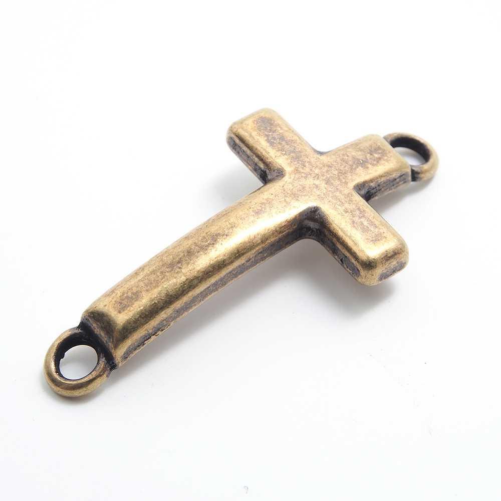Cruz curva grande dos anillas. Bañada en oro envejecido.