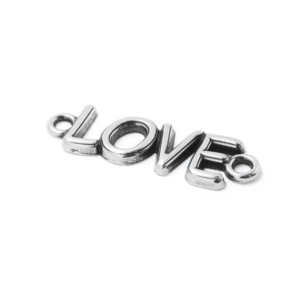 Pieza Love con anillas de 3mm. de diámetro interior. Bañada en plata de ley oxidada.