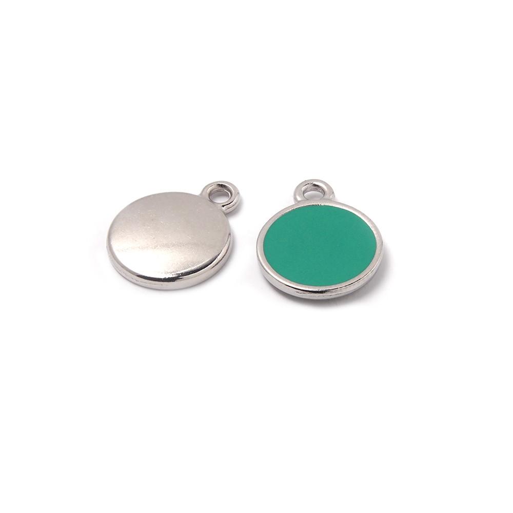 Medalla esmaltada de 12 mm. con anilla de 1.5 mm. de diámetro. Con baño plateado y con esmalte de color aguamarina.