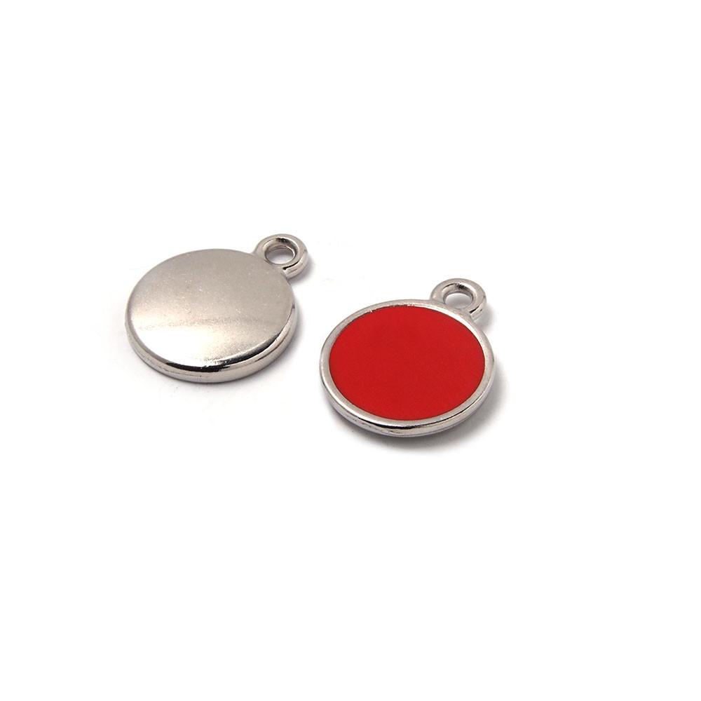 Medalla esmaltada de 12 mm. con anilla de 1.5 mm. de diámetro. Con baño plateado y con esmalte de color coral.