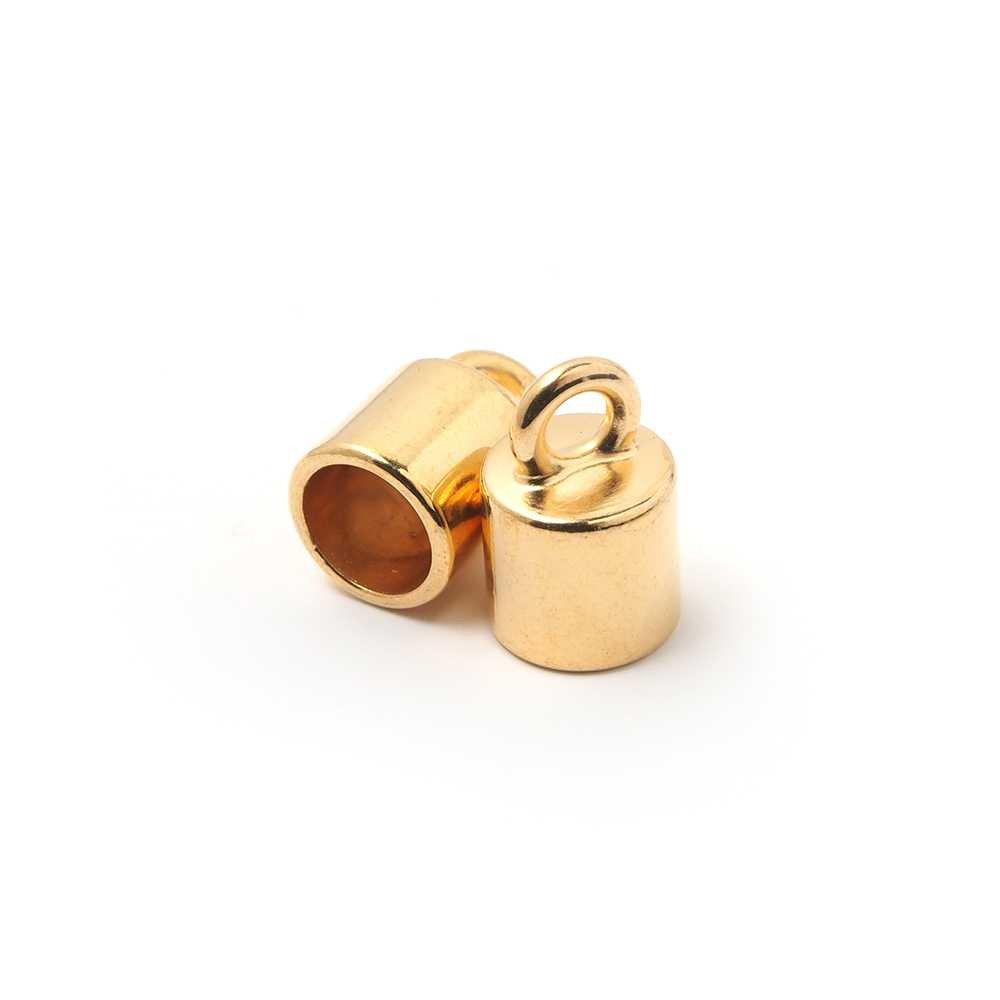 Terminal liso pequeño con argolla, con hueco redondo de 7.5mm. de diámetro. Bañado en oro de 24 quilates.