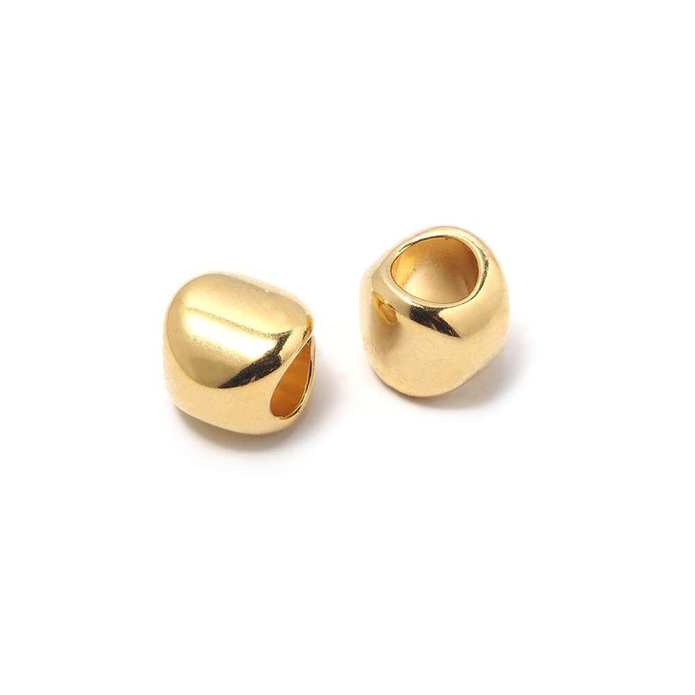 Entrepieza Bola Oval, para cuero de diámetro 5 mm. Bañada en Oro de 24 quilates.