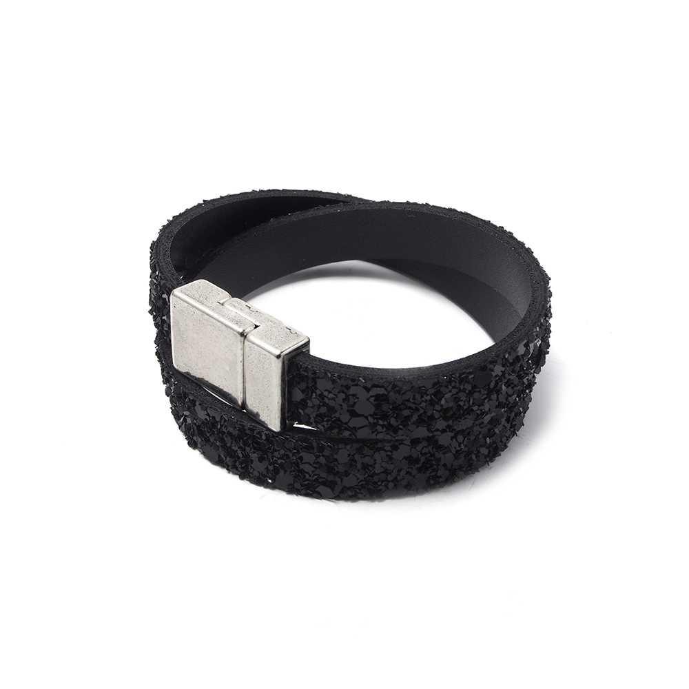 Pulsera simple con cuero glitter negro y cierre imán plano liso bañado en plata de ley. 9.5mm x 2.5mm.
