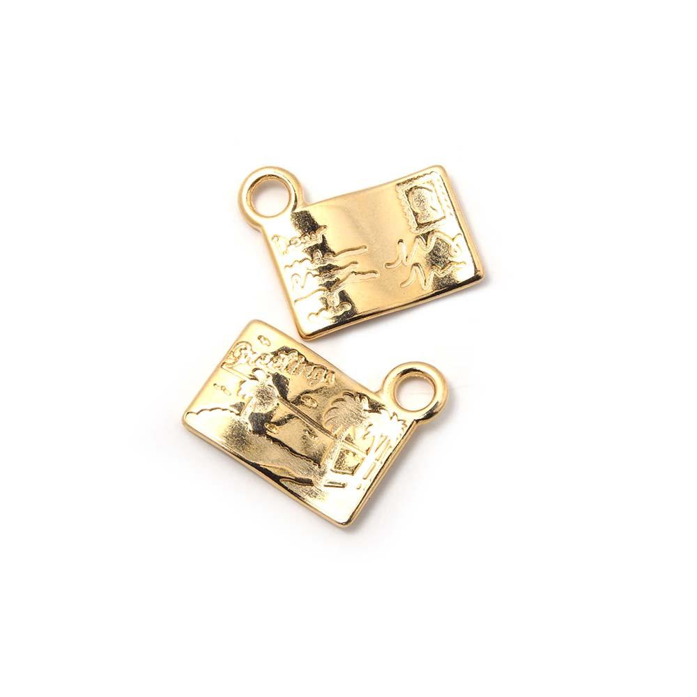 Colgante postal, con agujero para anilla de 2 mm. Bañado en oro de 24 quilates.