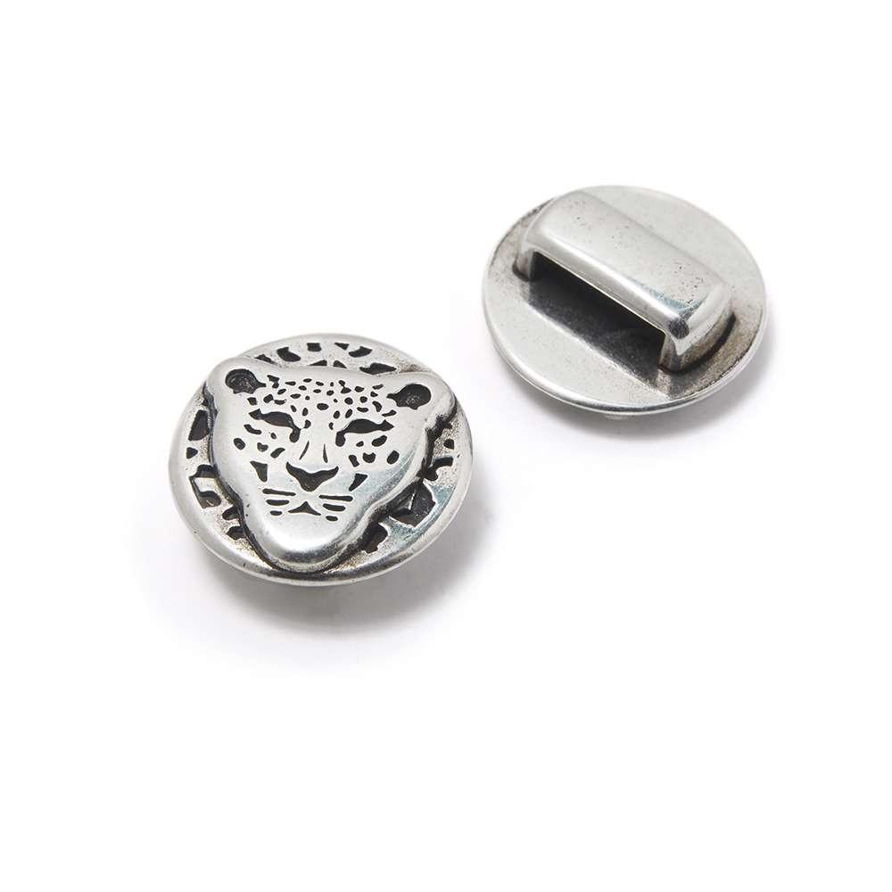 Entrepieza Leopardo, para cuero de 9.5mm x 2.5mm. Bañada en plata de ley oxidada.