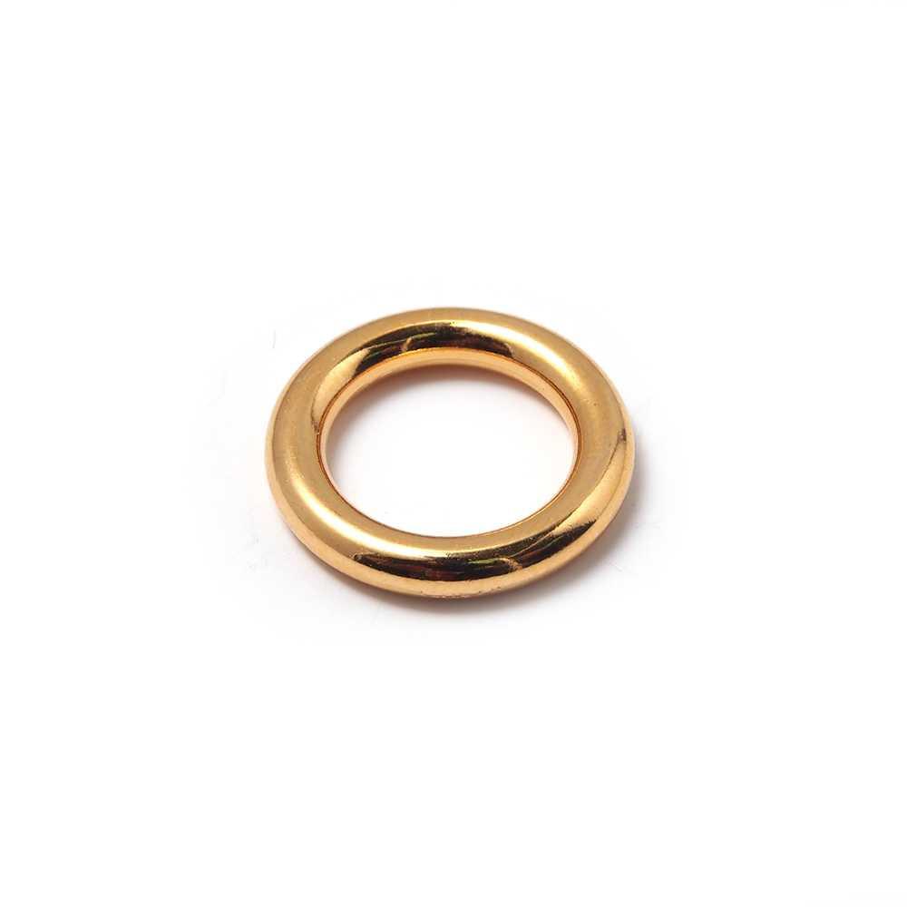 Anilla redonda con pase interior de 14 mm. Bañada en oro de 24 quilates.