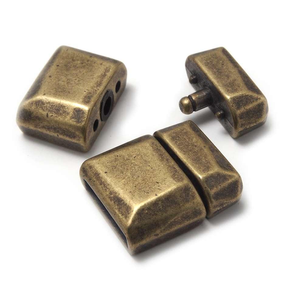 Cierre de presión facetado, para cuero de 12.5mm x 2.5mm. Bañado en oro envejecido.