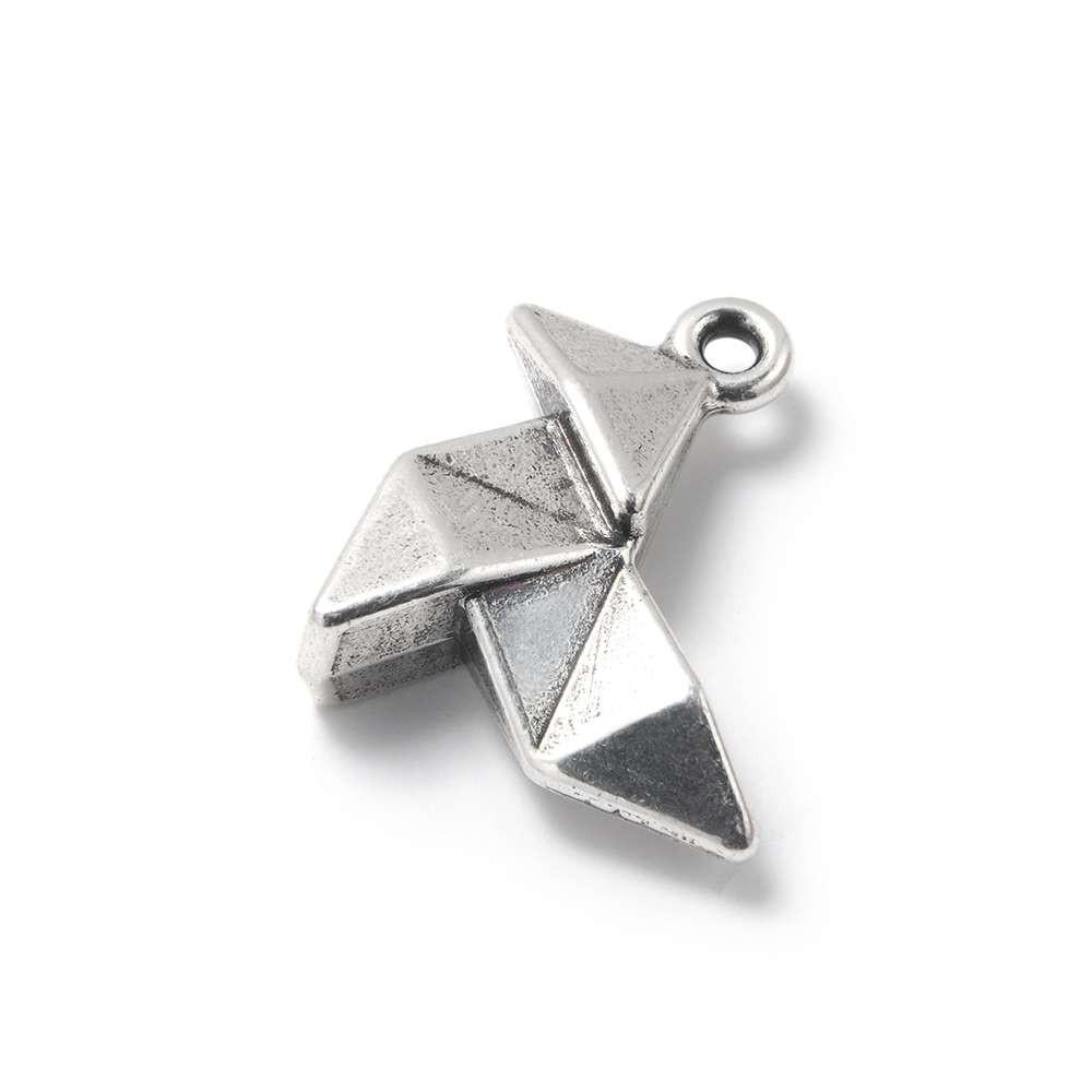 Abalorio Colgante Pajarita Origami, con agujero para anilla de 2 mm. Bañado en plata de ley oxidada.
