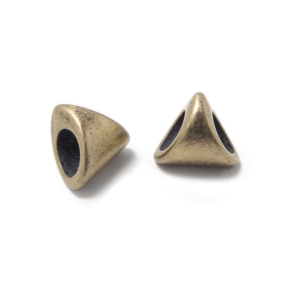 Entrepieza Bola Triangular, para cuero de diámetro 5 mm. Bañada en Oro envejecido.