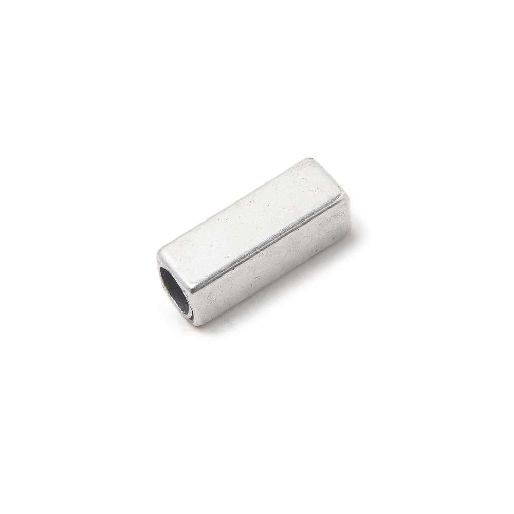 Entrepieza Rectangular, para cuero de diámetro 3,5 mm. Bañada en plata de ley oxidada.