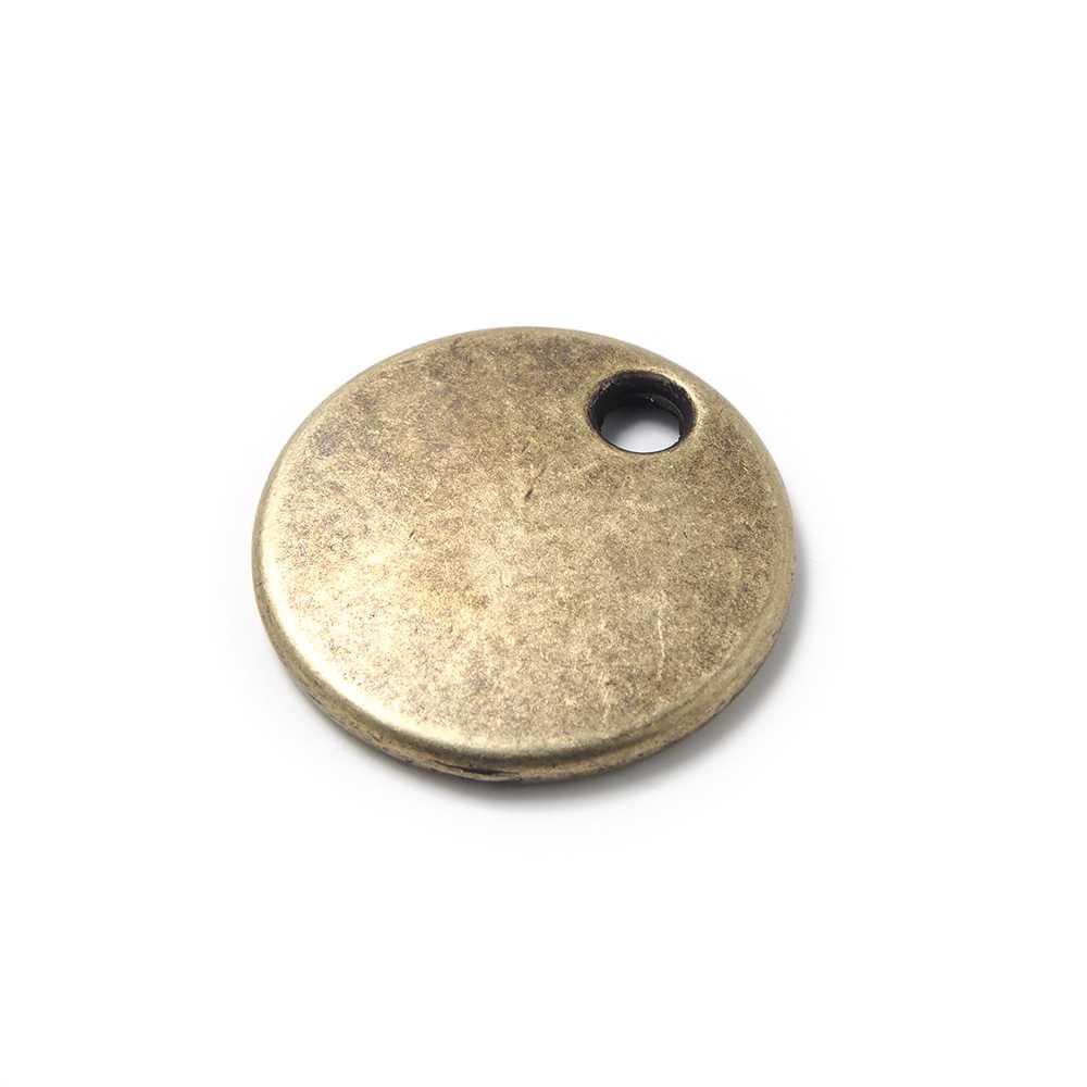 Medalla redonda lisa para grabar de 22mm de diametro, con hueco de 3mm. de diámetro. Bañada en oro envejecido.