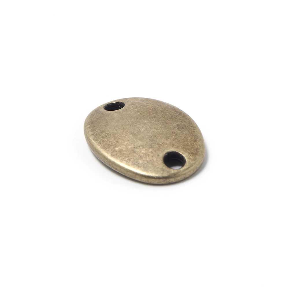 Abalorio Medalla ovalada lisa para grabar, con huecos de 2.5mm. de diámetro. Bañada en oro envejecido.