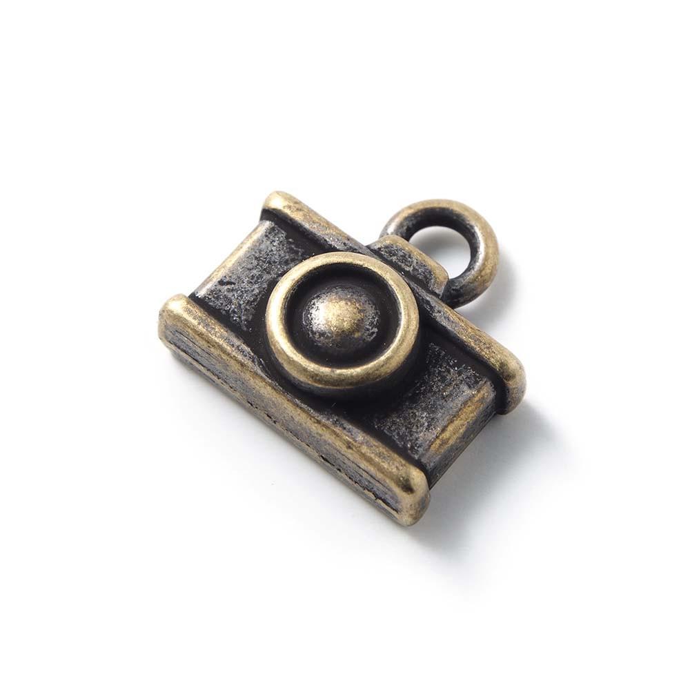 Abalorio colgante camara, con agujero para anilla de 2 mm. Bañado en oro envejecido.