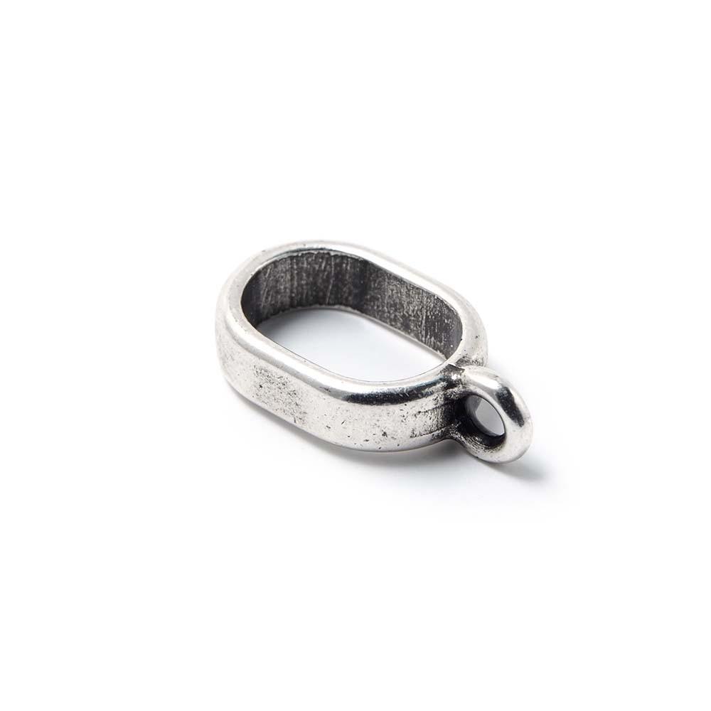 Entrepieza fina con argolla, con hueco para cuero regalíz. Bañada en plata de ley oxidada.