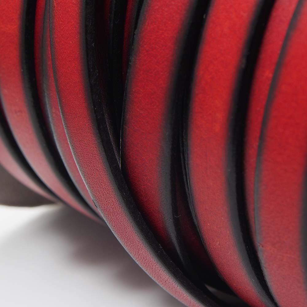 Cuero plano de 9,5mm de ancho por 2,5mm de grosor. Color Rojo.