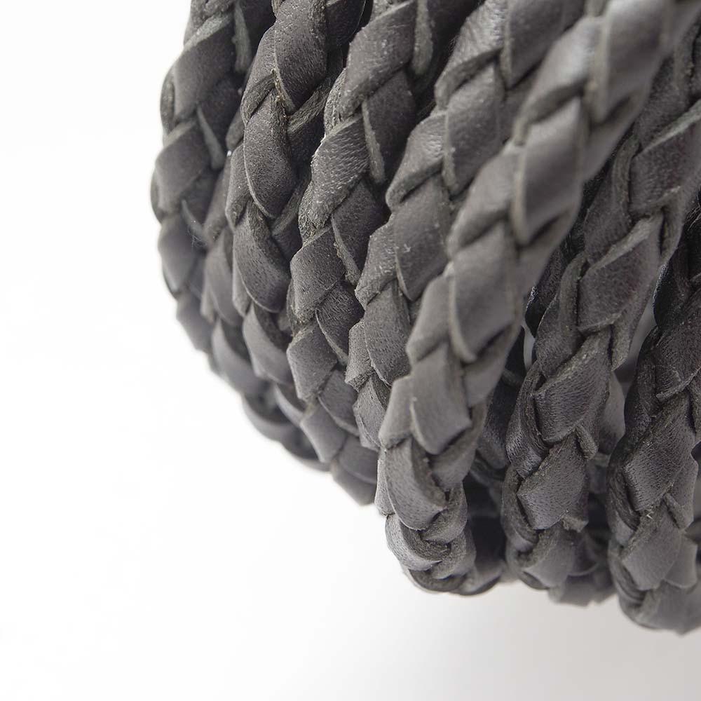 Cuero redondo trenzado de 6mm de grosor. Color gris.