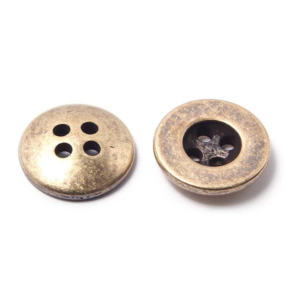 Botón con 4 agujeros de 2,5 mm. de diámetro cada uno. Bañado en oro envejecido.