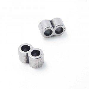 Entrepieza tubo doble, con dos espacios para cuero redondo de diámetro 5mm. Bañada en plata de ley oxidada.