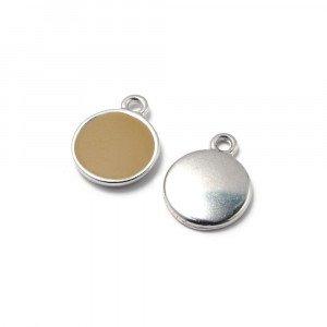 Medalla esmaltada de 12 mm. con anilla de 1.5 mm. de diámetro. Con baño plateado y con esmalte de color granate.