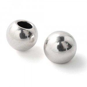 Bola grande, de 16mm de diámetro exterior, con agujero no pasante de 8mm. Bañada en plata de ley oxidada.