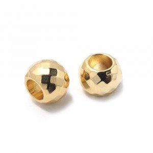 Bola mediana facetada, de 10mm, con un agujero pasante de 5mm. Bañada en oro de 24 quilates.