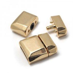 Cierre de presión facetado, para cuero de 12.5mm x 2.5mm. Bañado en oro de 24 quilates.