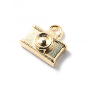 Abalorio colgante camara, con agujero para anilla de 2 mm. Bañado en oro de 24 quilates.